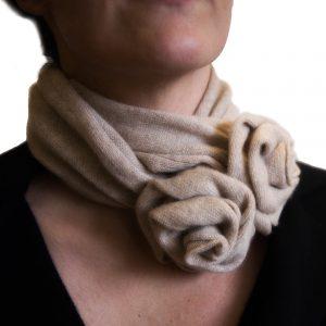Beige rose collar cashmere scarf